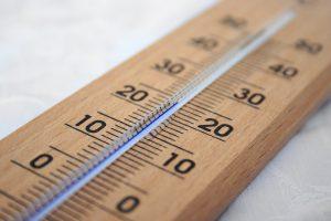Thermomètre en bois avec liquide bleu