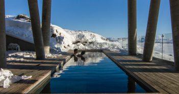 Une piscine chauffee dans la neige